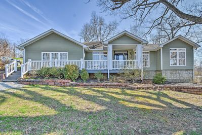 Ten guests will fall in love with Grand Rivers at this 4-bedroom, 2-bath home!