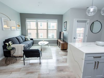 Photo for Kasa | St. Louis | Luxurious 2BD/2BA Forest Park Apartment