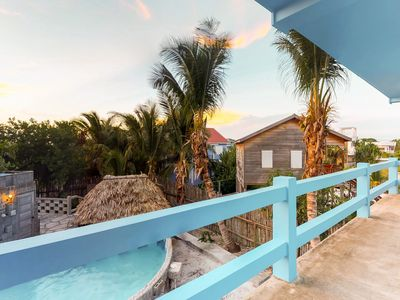Photo for Cozy suite overlooking shared pool - excellent location, quickwalk to the beach!