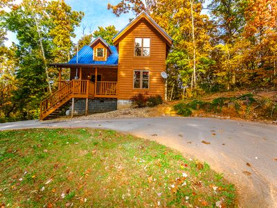 Photo for Cozy family cabin between G. Burg & P. Forge 2BR 2BA Sleeps 6 Private Hot Tub