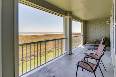 Pointe West Waterfront Condo W A Shared Pool Hot Tub Right At The Beach Galveston