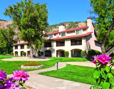 Enjoy our Lakeside Mission Style Resort close to Golf, Fishing, Hiking, even a Balloon Ride w/ MORE