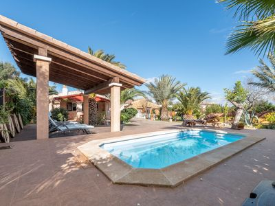 Photo for Central Villa with Pool, Garden, Terrace, Wi-Fi and Air Conditioning