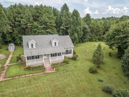 Photo for 3BR Farmhouse Vacation Rental in Cumberland, Virginia
