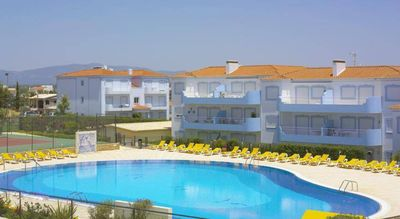 Photo for Apartment with pool near the beach in Portimão