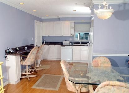 Peaceful and quiet Condo- Great family unit on top floor! Beautiful sunset view from your lanai