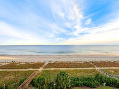 Photo for Tantalizing oceanfront condo with great oceanfront views and pool amenities