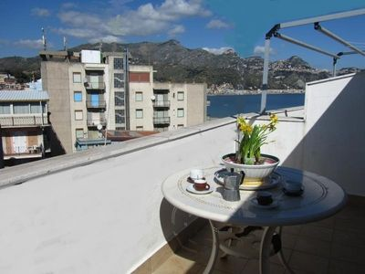 Photo for Seafront 1-bedroom apartment  with perfect view over the sea&Etna!