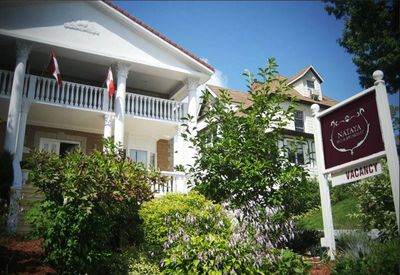 Niagara Classic Inn, part of the Niagara Historical Inns Collection, is located just a couple doors down from the main Niagara Grandview Manor building.  A full complimentary breakfast is served at the main Niagara Grandview Manor building.