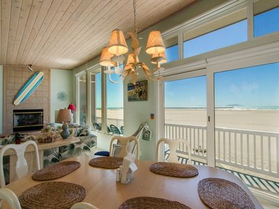 Dining room - Second level ocean front dining table