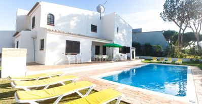 Photo for Detached villa with private pool 1.5 km from the marina of Vilamoura