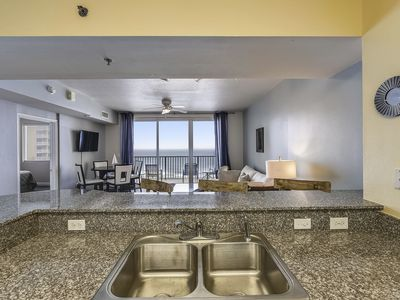 Photo for Spacious 1 bedroom condo, sleeps 6, Gulf View, Reserved Parking @ Shores of Panama