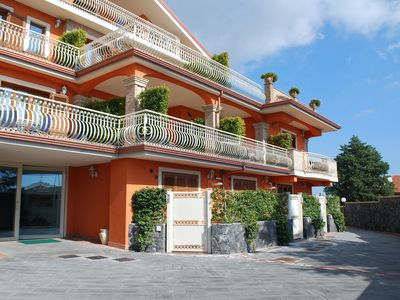 Photo for Nice apartment in villa with WIFI, A/C, TV, terrace, panoramic view and parking, close to Catania