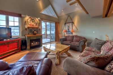 Great room with 42 inch Flat Screen TV, gas fireplace & breathtaking views