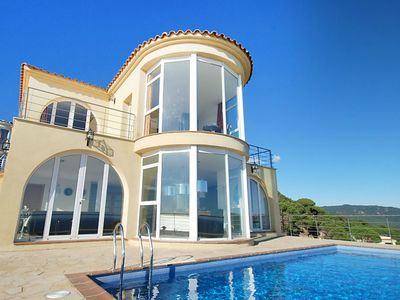 Photo for Splendid villa of 450 m2 with private pool and wonderful ocean view.