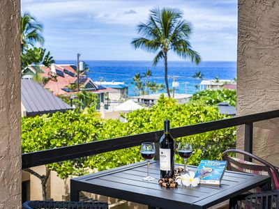 Photo for Remodeled 1 bedroom, close to town, ocean views, Kona Pacific B310