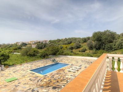 Photo for House in the center of Pêra with Internet, Pool, Air conditioning, Parking (677245)