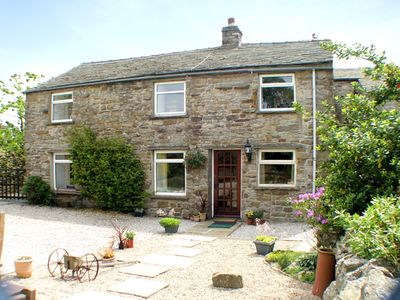 Photo for MARYEND, pet friendly, with a garden in Burtersett, Ref 997