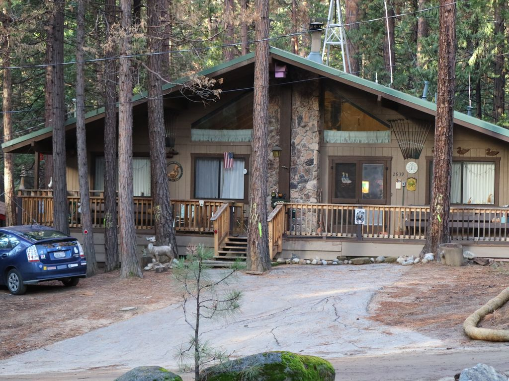 Wawona cabin comfortable and spacious vacation home near for Cabins in yosemite valley