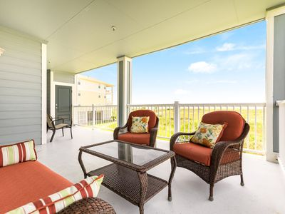 Dog-friendly, Gulf view condo w/ full kitchen, furnished balcony, & beach access