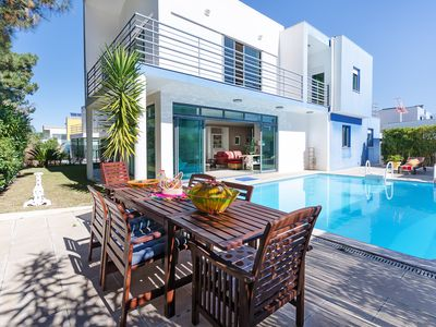 Photo for Fantastic villa with pool, in front of the golf course