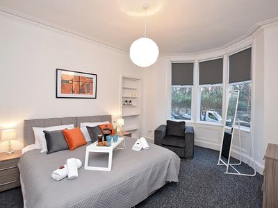 Photo for Tollcross Park Apartment