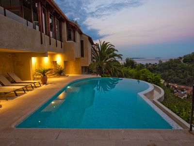 Photo for Luxury villa with spectacular view over the bay of Cannes and Esterel mountains