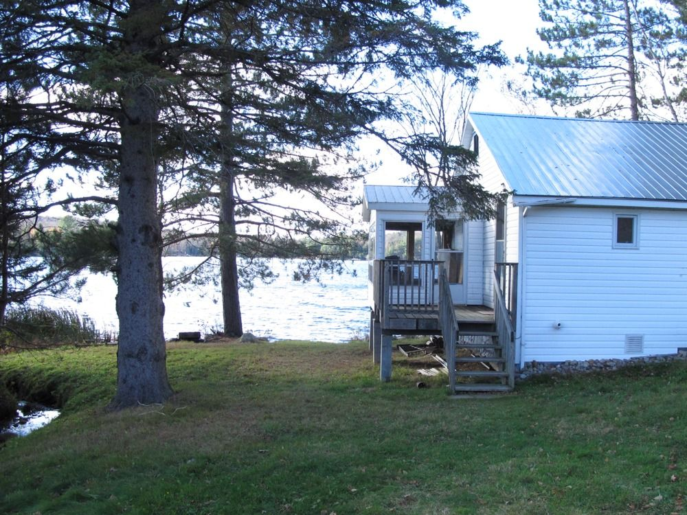 Horn Lake, Lakefront Cottage (4 Season), Burk's Falls