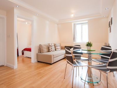 Photo for KING'S CROSS APARTMENT SLEEPS 4!!