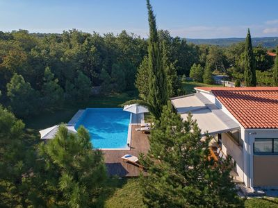 Photo for Stunning modern villa with private pool, near Pula, Croatia