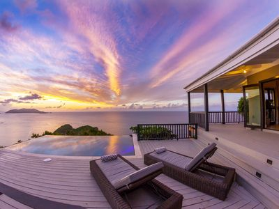 Stylish, Secluded Villa with Pool, Hot tub and Stunning Views