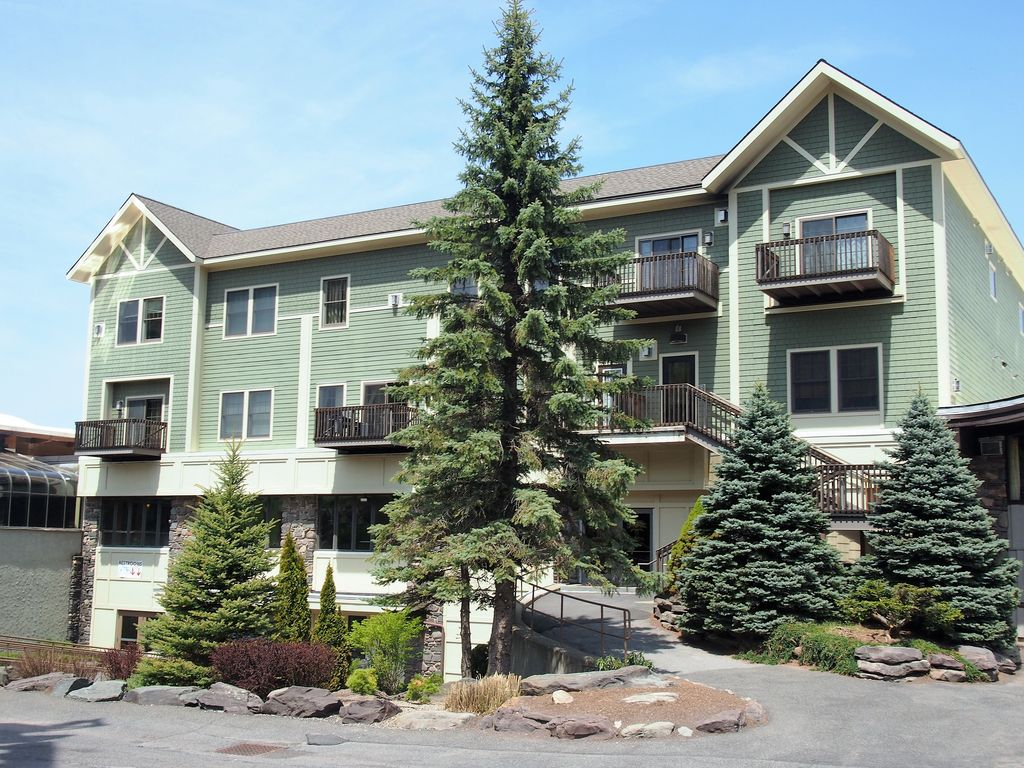 Hunter mtn 2 br condo closest lodging to homeaway for Cabins near hunter mountain