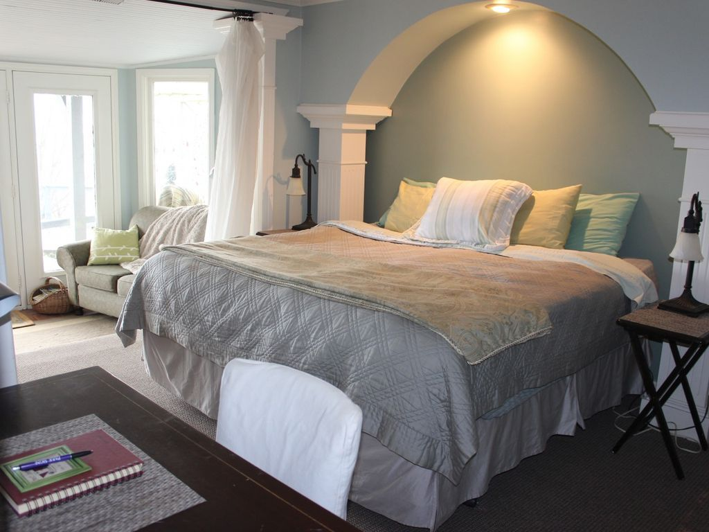 sd queen cream bed q the pst poster cottage available retreat at