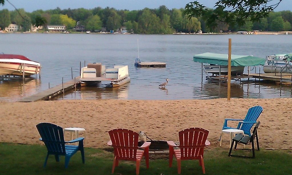 Private Beach Front On Upper Silver Lake!