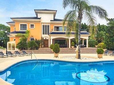 Photo for Large luxury villa w/ pool and whirlpool, table tennis and pool table