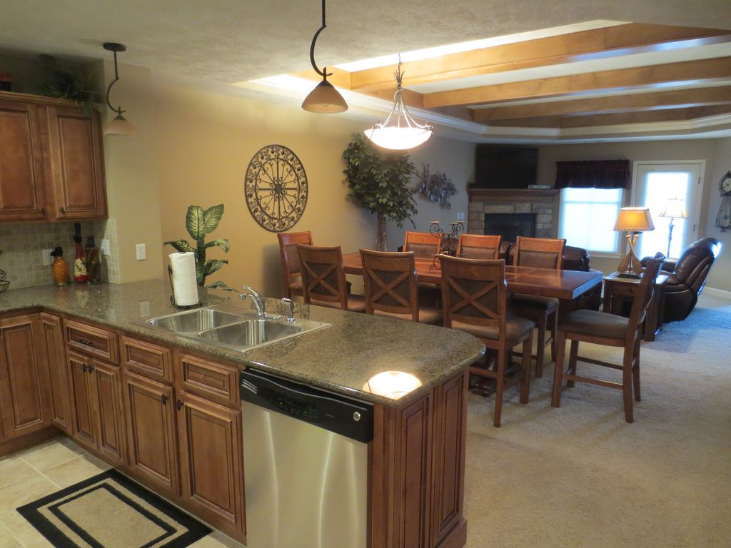 Luxury Lakefront Condo On Table Rock At Paradise Point