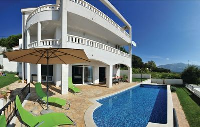 Photo for Idyllic Villa with pool, near Split, free parking and stunning view, (OWNER)