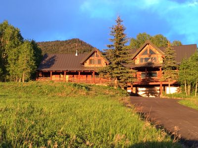 Photo for Spacious Mountain retreat with scenic valley views!