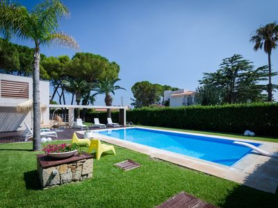 Photo for Private pool, garden, 450 to the beach, fireplace, aircon, WiFi, max. 4 people