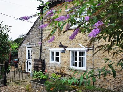 Photo for 2 bedroom Cottage in Lechlade - 40194
