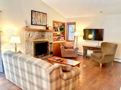 FC44: Renovated Forest Cottage Townhome with great Mount Washington views, new kitchen, cable, wifi - walking distance to ski trails! COVID SPECIAL RATES AND POLICIES IN EFFECT