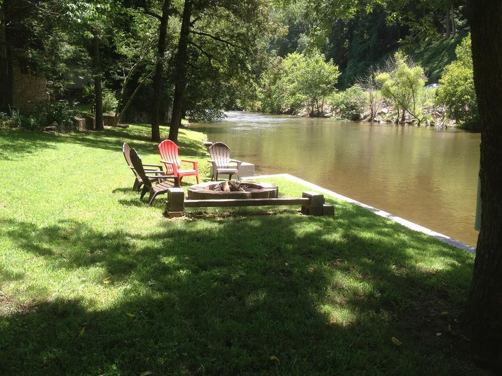 Smoky mountain riverfront cabin in townsend tennessee for Smoky mountain cabins on the water