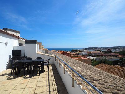 Photo for Beautiful duplex in the old town of L'Escala with two terraces and parking. On the main f