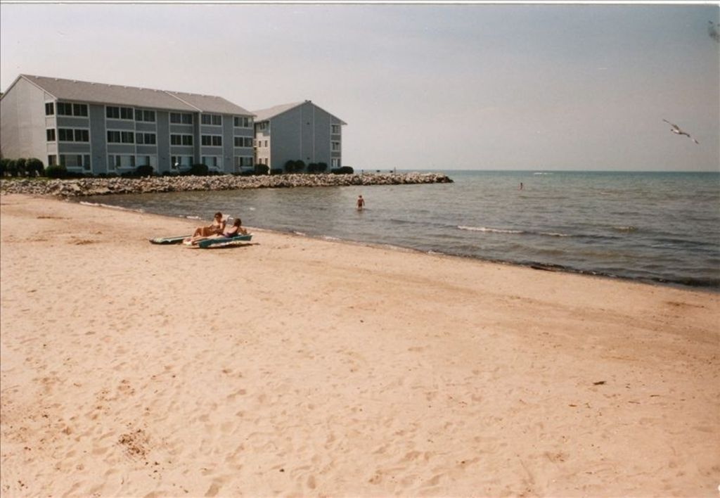 Condos Located On Lake Erie With Beach Pool In Port Clinton Near Jet Express Bnb Daily