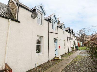 Photo for CHURCH VIEW, pet friendly, with open fire in Kingussie, Ref 985003