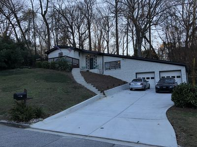 Photo for West Buckhead home minutes from all Atlanta attractions!