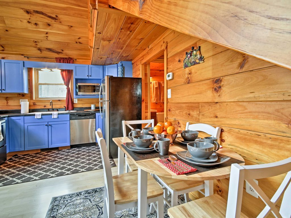 Updated 2BR Luray Cabin Near Shenandoah River