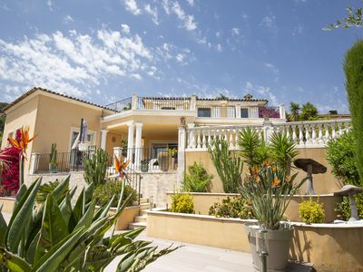 Photo for Beautiful villa ideally located on the hills of Antibes with sea view