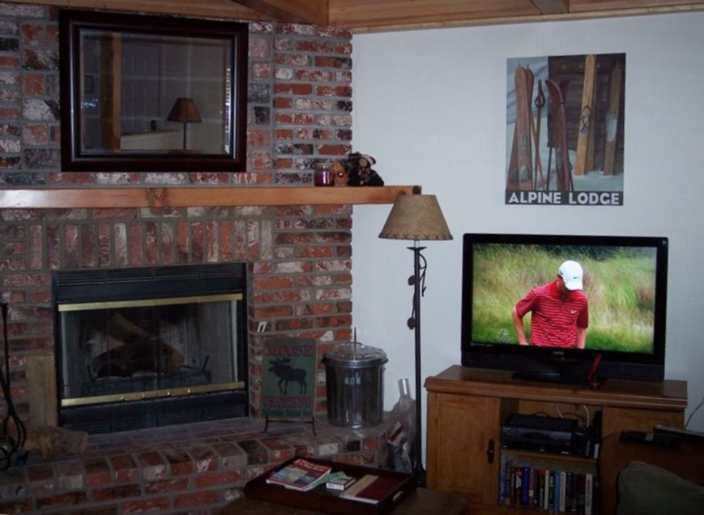 2 bedroom loft. The comfortable and relaxing living room with 37in flat screen LCD TV  2 Bedroom Loft Bath Wonderful Cabin in B VRBO