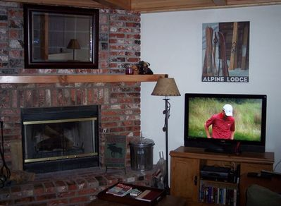 The comfortable and relaxing living room with 37in flat screen LCD TV.